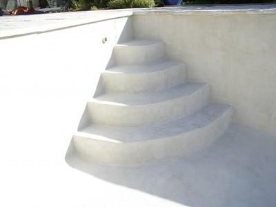 Marches d'escalier en maçonnerie ciment et béton ciré