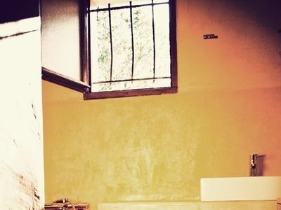Jambage et plan de salle de bain en ciporex enduit en béton ciré